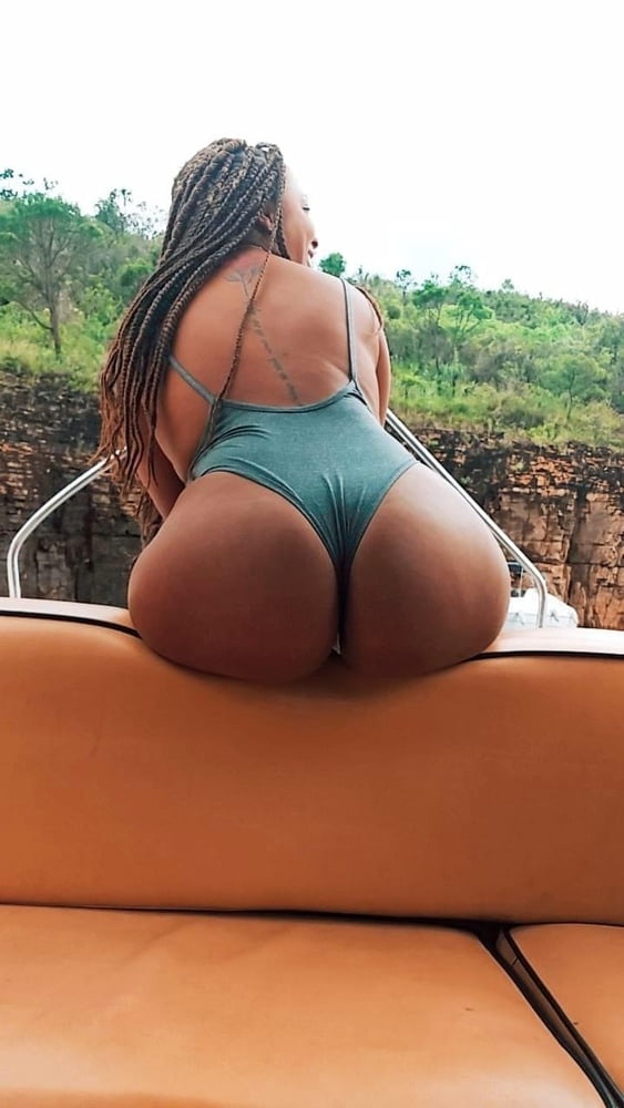 Hottest asses and chicks - 22 Pics