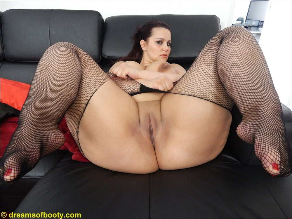 Thick thighs big booty milf