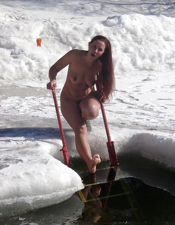 обнаженные девушки вышли на лед видео - 9