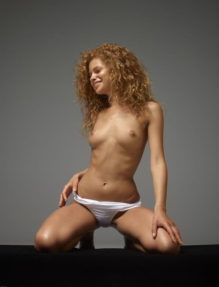 Julia Yaroshenko Women Ass Sitting Curly Hair Body Thumbzilla 1