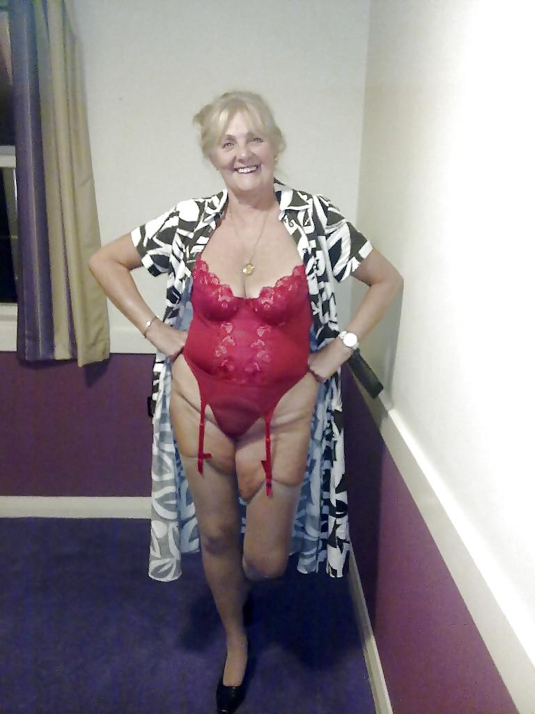 Brunette mom naked