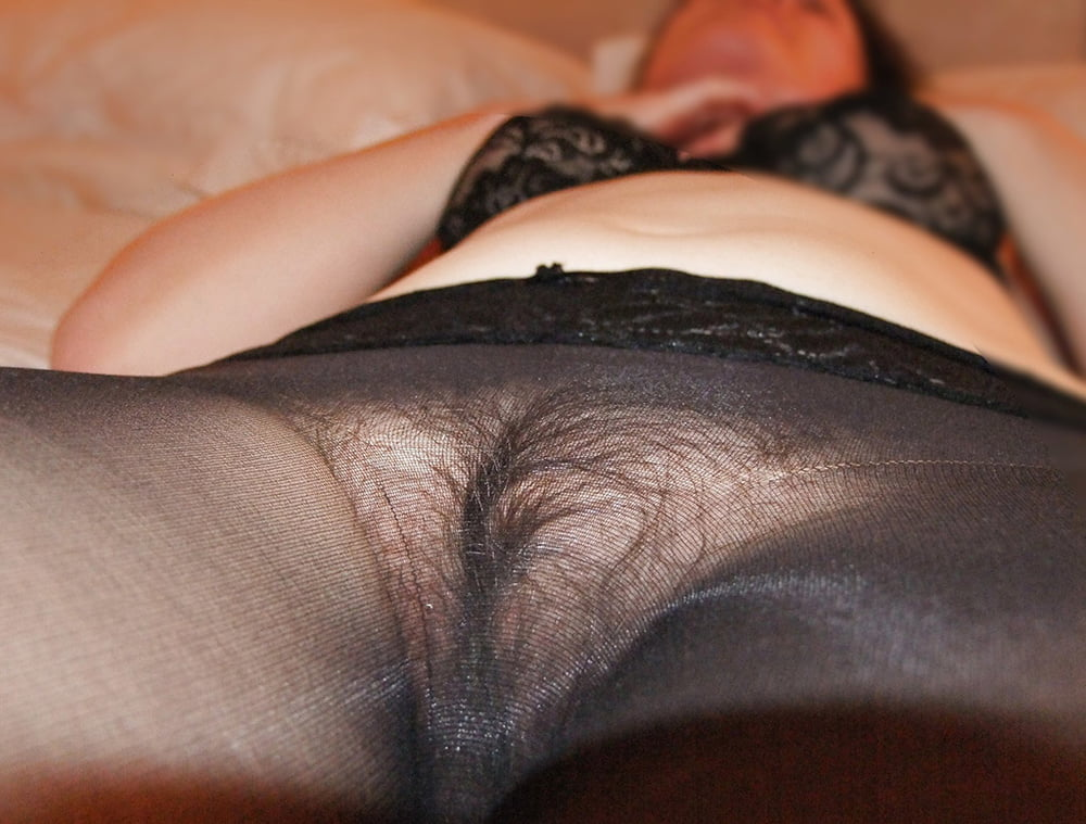 Hairy pussy in pantyhose — img 2
