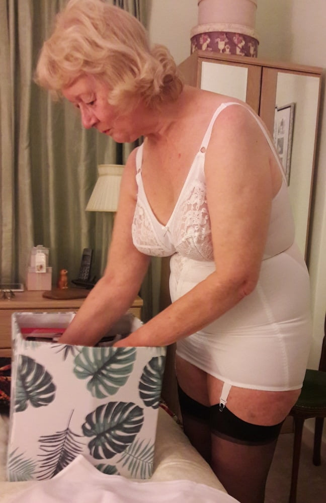 Granny girdle Trapped inside