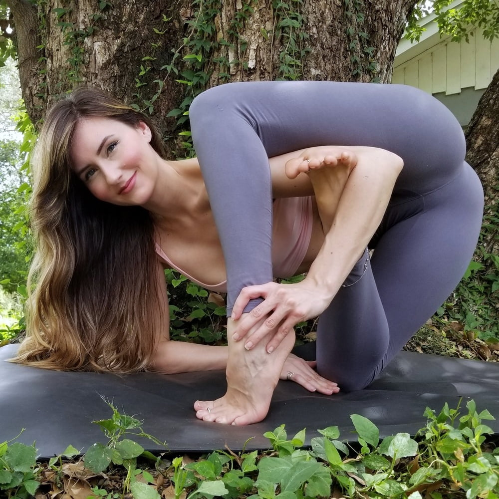 Sexy yoga jenna