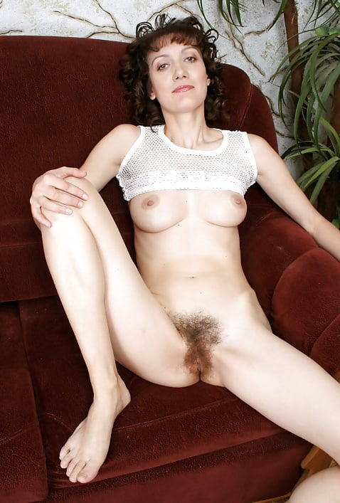 curly-hair-mature-nude