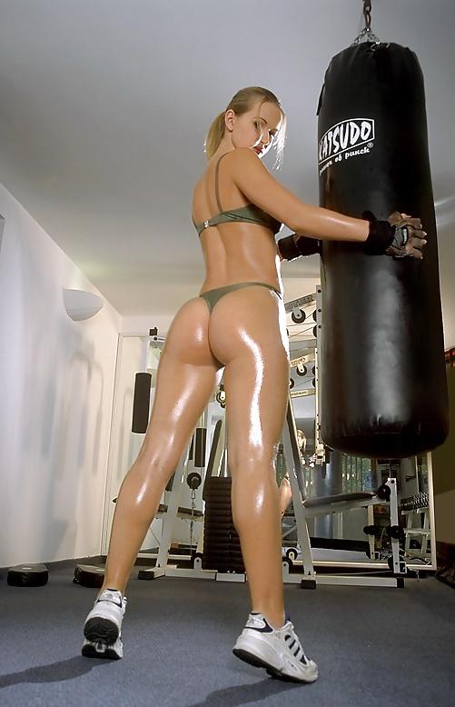 Czech nude model susana spears makes workout
