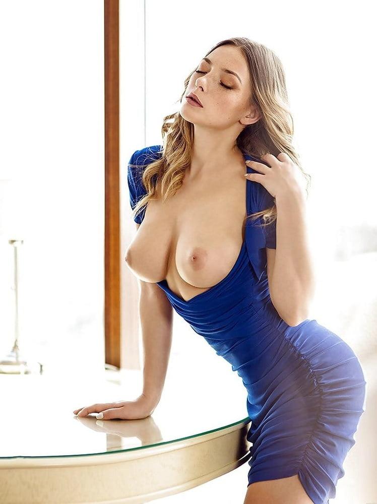 Фото сиськи в платье