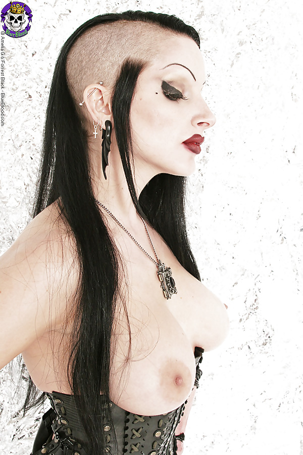 Goth babes tits, poses heroticas