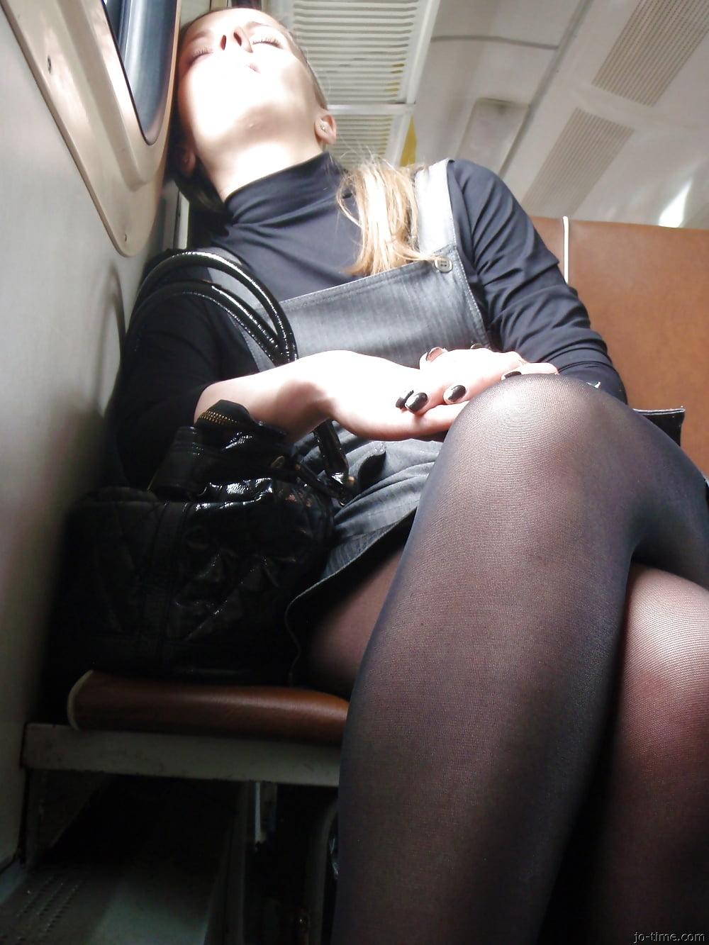 вина вероники, апскирт чаевые колготки нога на ногу зависимости