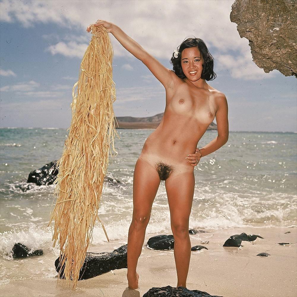 girls-pooping-hairy-hawaiian-girls