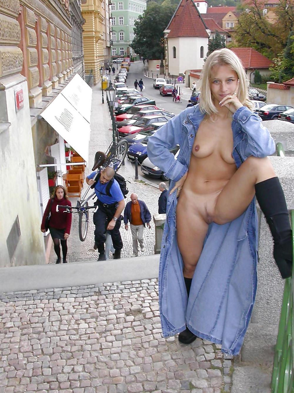 Black Ebony Amateur Babe Flashing Nude In Public