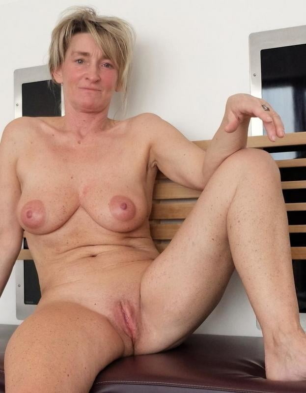 Plain amateur male naked guy