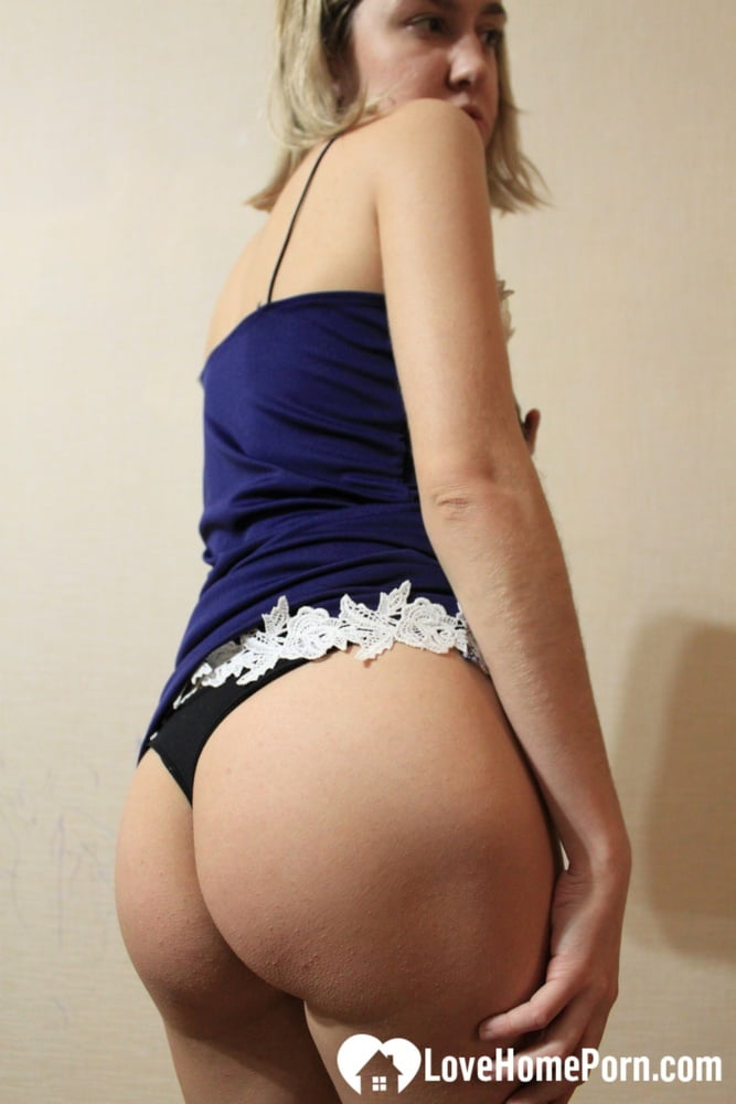 Beautiful girlfriend cannot stop fingering herself on cam - 58 Pics