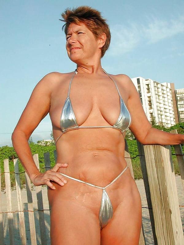 взгляда груди порно женщины в возрасте в бикини свою