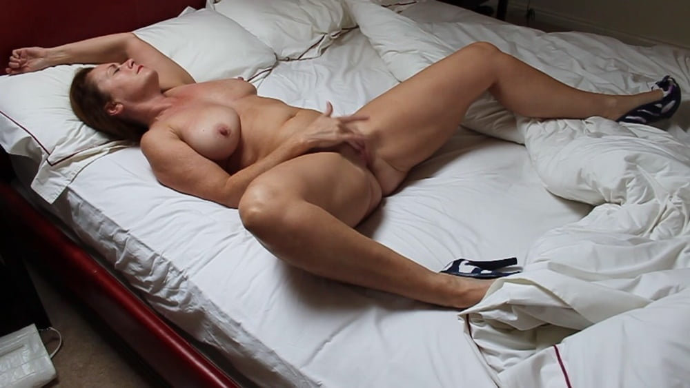 Bed Time Babes 5 - 47 Pics