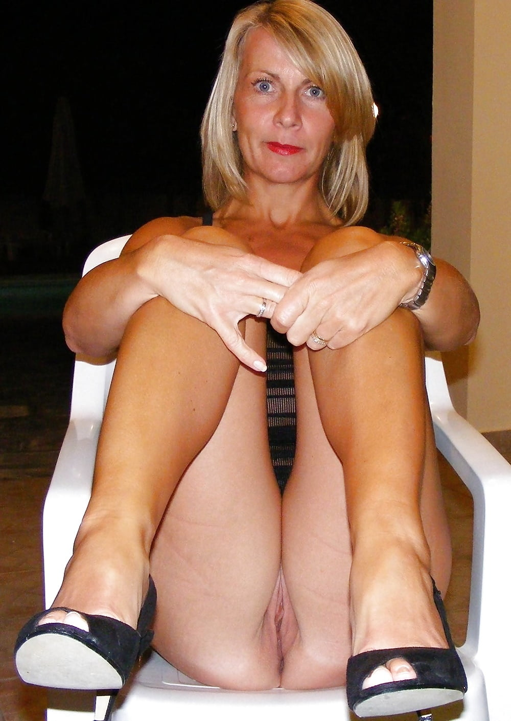 Shaved milf thumbs — photo 14