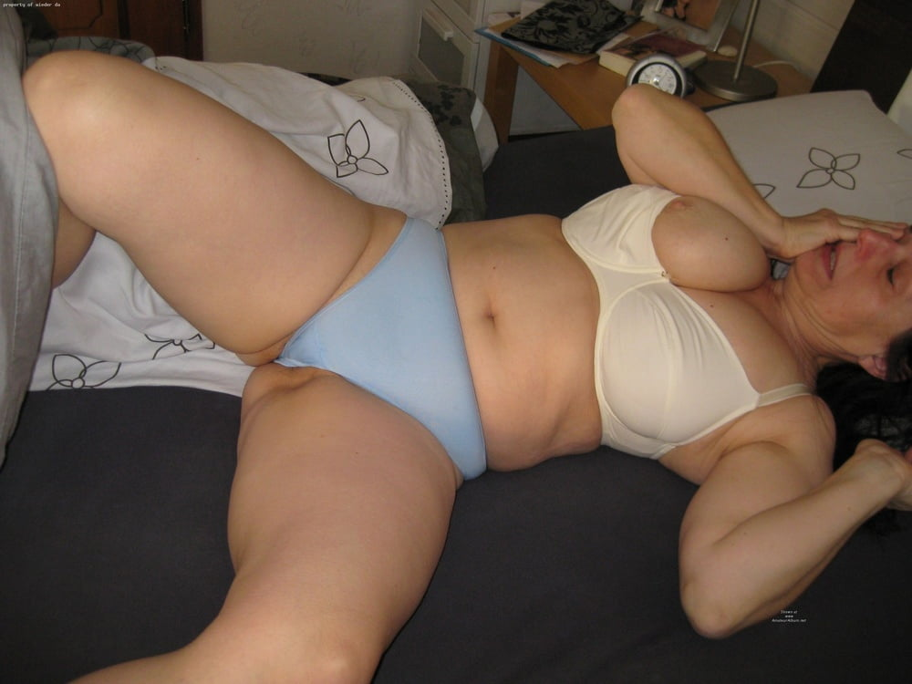 mature-women-showing-panties