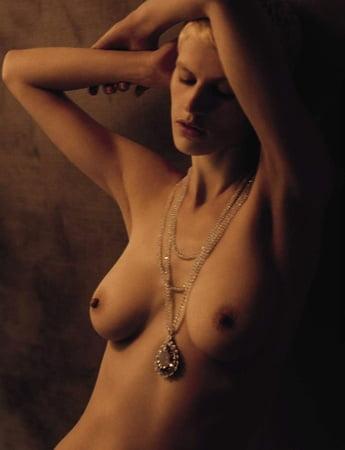 Saskia beecks nackt