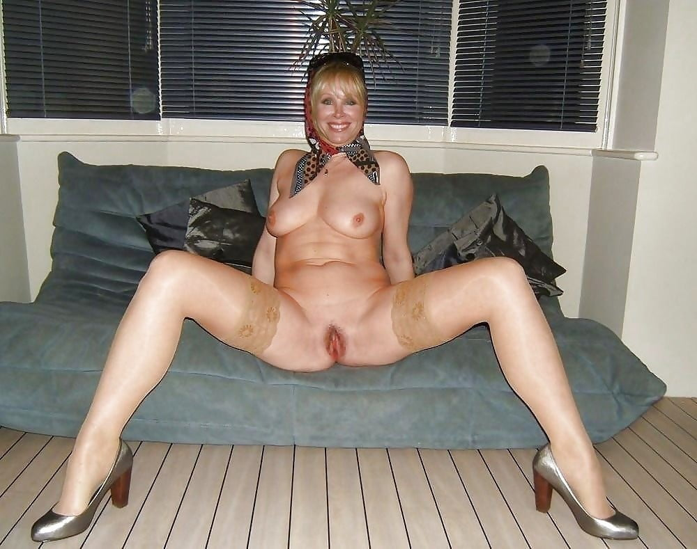 Fresh and sexy amateur matures best porn pictures of wet moms