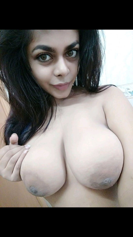Nude bangladeshi girl's big boobs playing and forplay by her bf