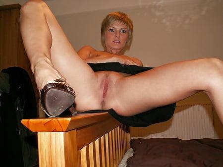 amateurs spreading legs