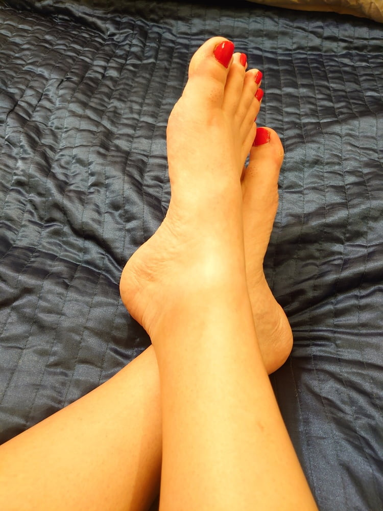 Big ass dildo red nails
