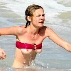 Erotic Sex Pics of  celebs nipple slip on the beach           thumbnail
