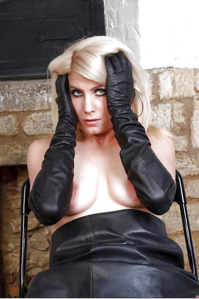 вип проститутки благовещенска в кожаных перчатках