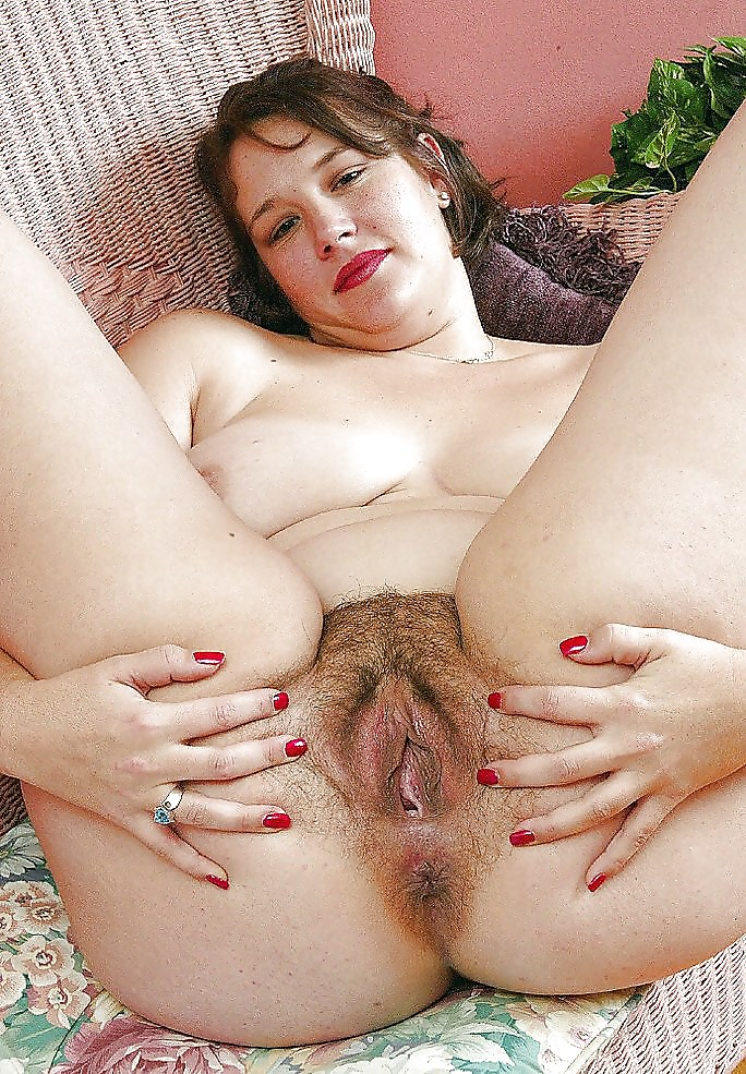 Nasty hairy pussy blonde heather undressing and spreading it