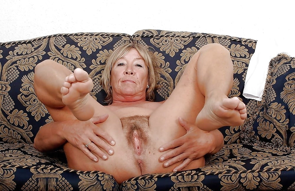 mature-old-spreading-nude-girl-solo-orgasm-toying