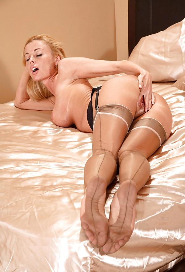 Женщины в чулках на поясе телесного цвета немецкое порно онлайн, порно в хорошем качестве сиськи минет