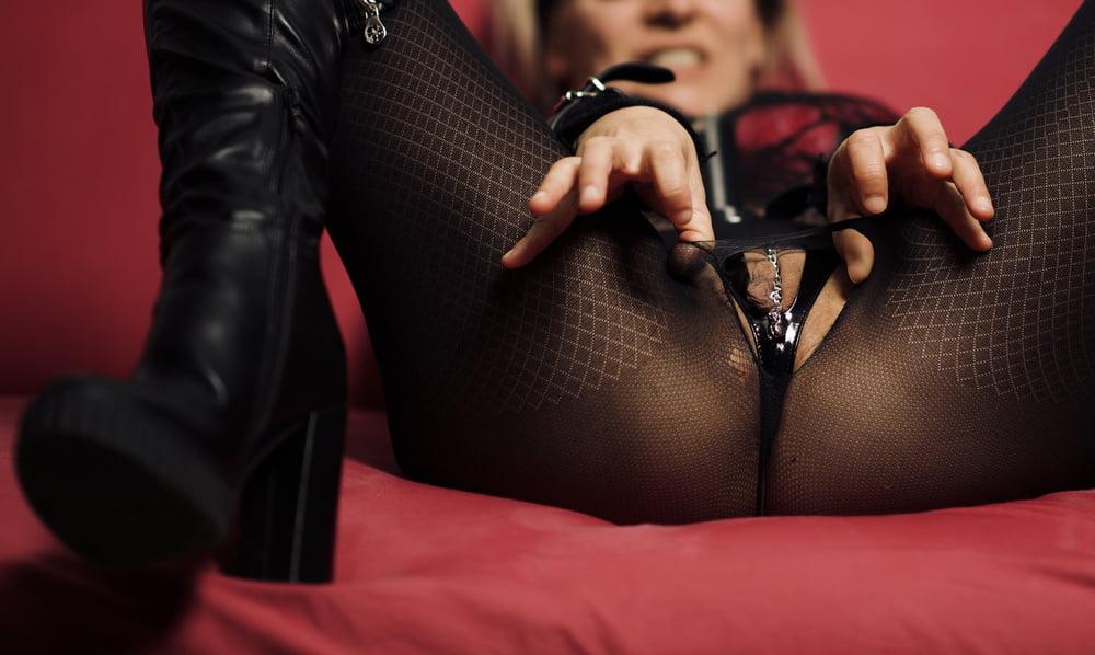 Slut slave boots and nylon spread leg fuck pussy suck bitch - 36 Pics
