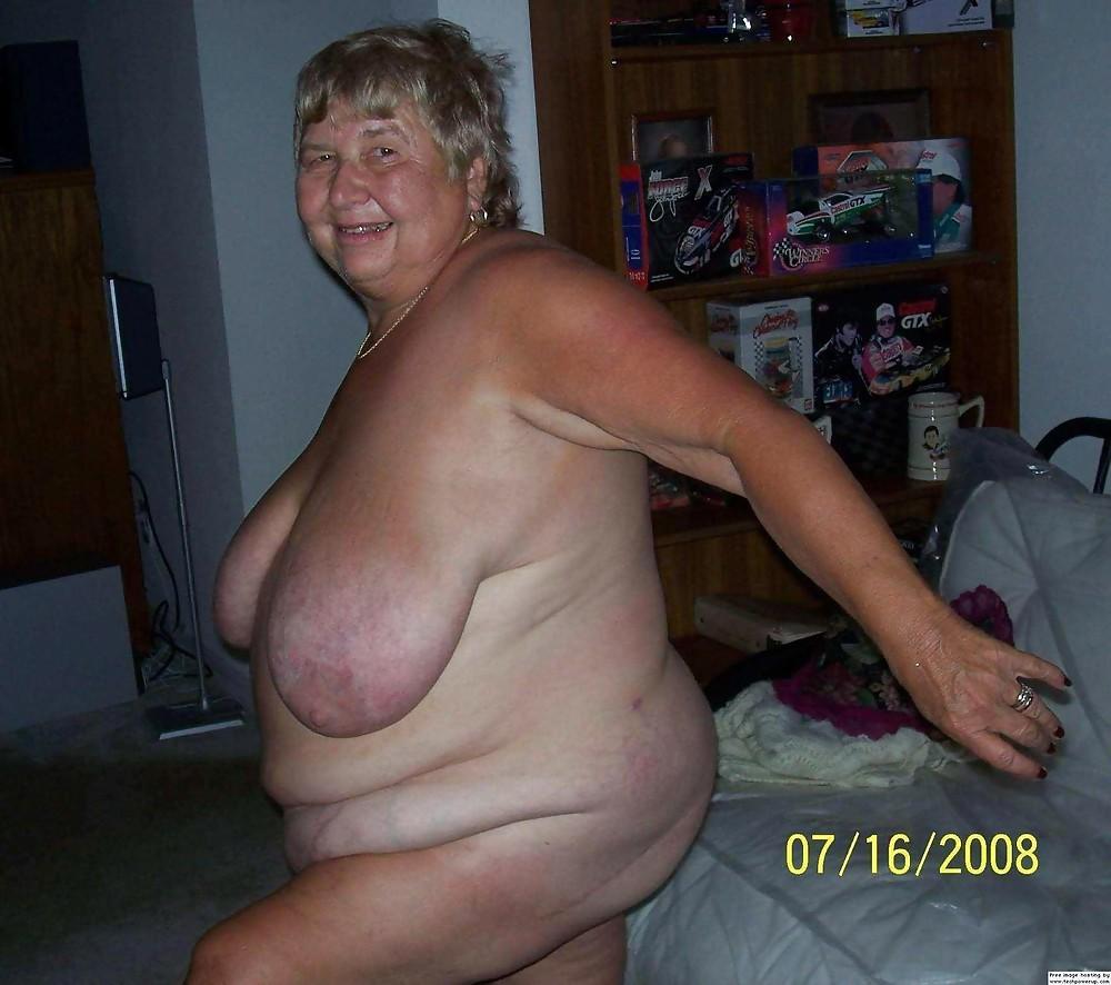 через много фото старых голых очень толстых женщин расположение