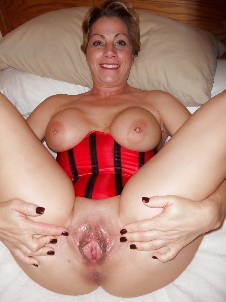 Blonde mature whore showing her cunt and tits ass licking matures