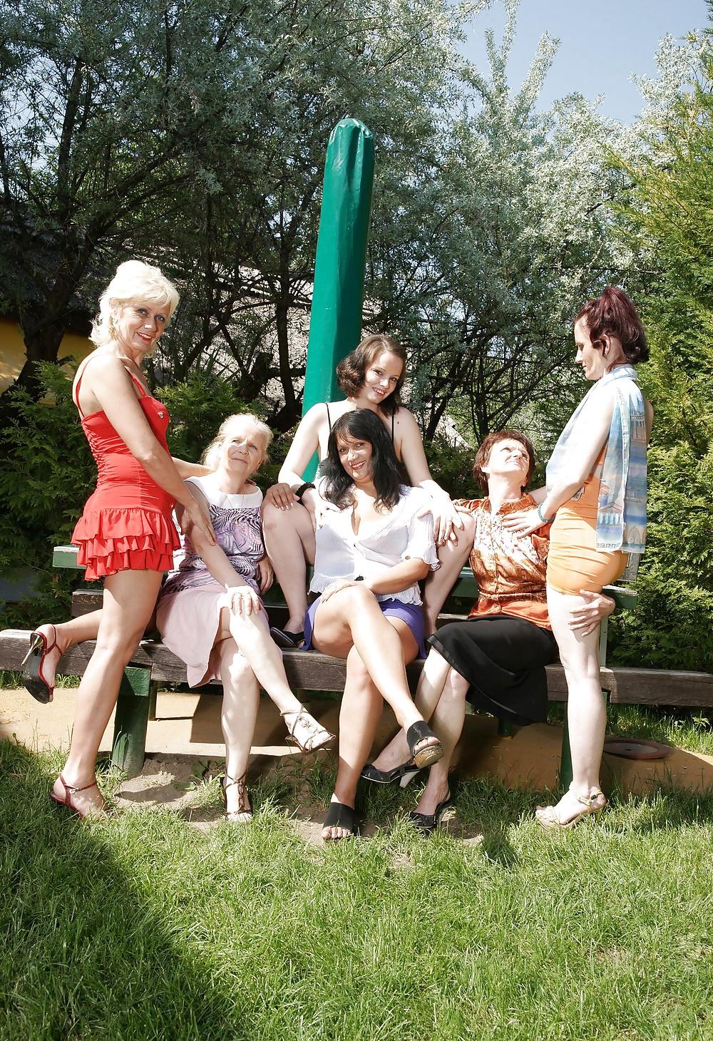 лесбиянки на покосе - 7