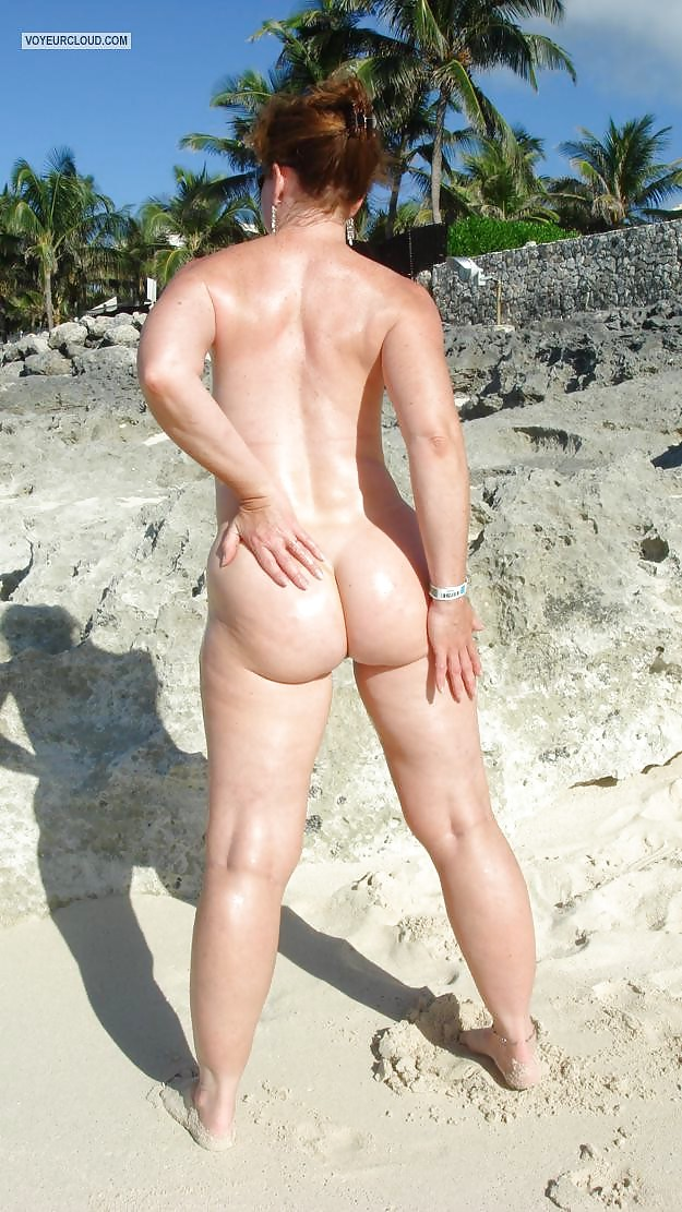 naked-moms-bum