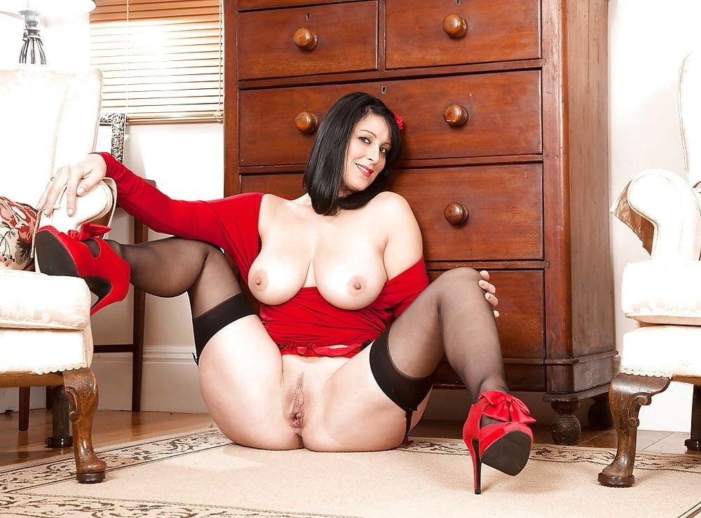 Hot Maid Alicia In White Stockings Sucks Dick