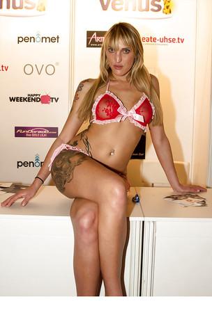 Naked paula rowe Paula Rowe
