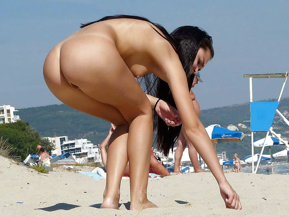 woman-nude-ass-hole-beach