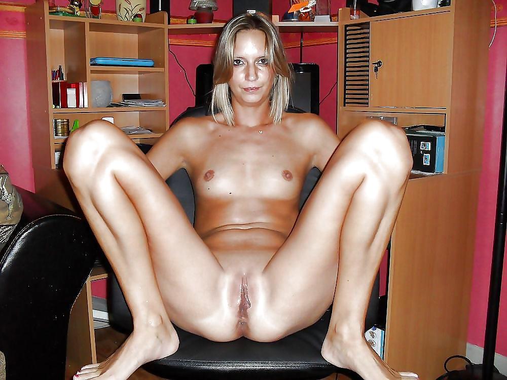 hot-nude-slut-spreading-legs