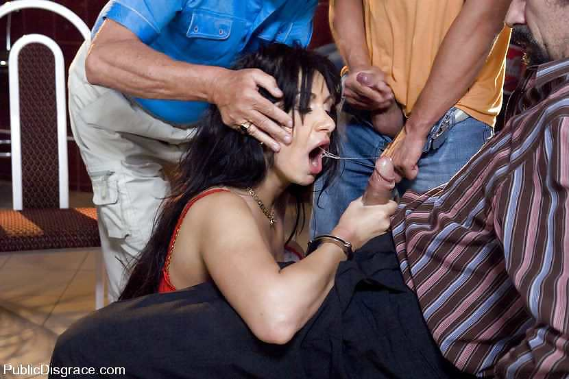 krasivie-seks-s-izvrashentsami-na-ulitse-foto-devki-odnogo
