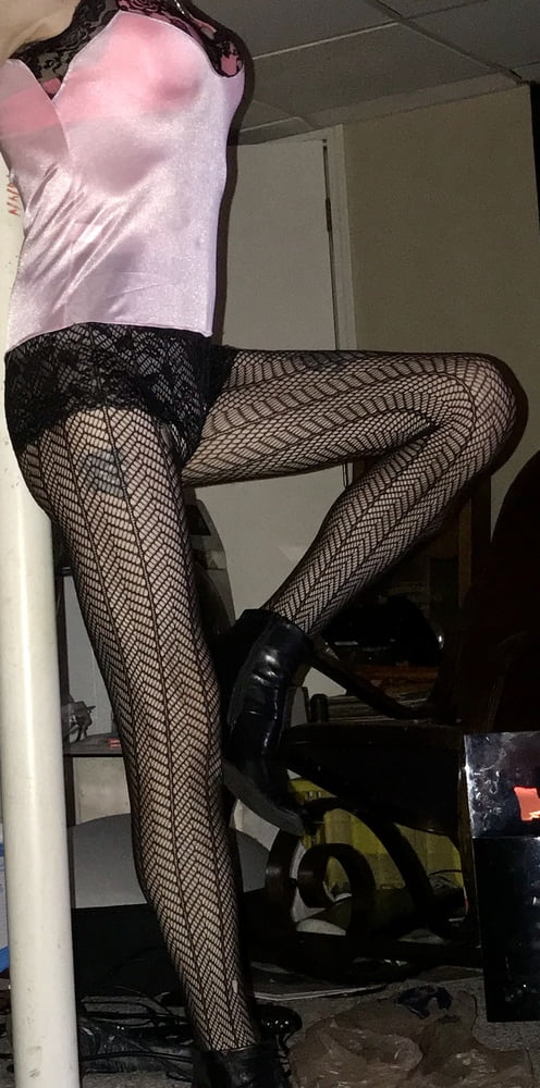 Sexy Crossdresser - 17 Pics