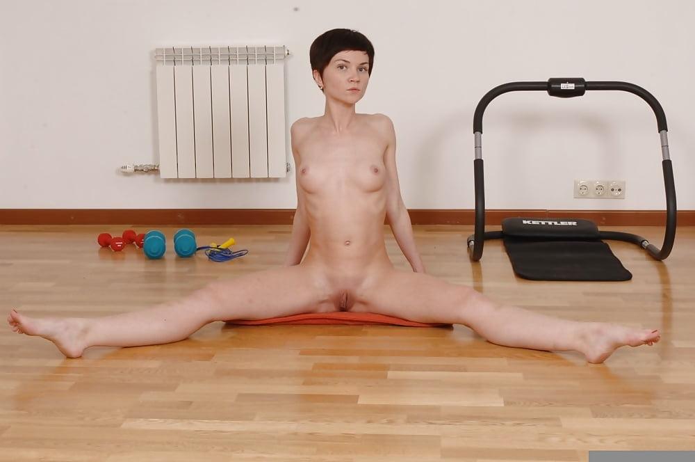 foto-hudie-gimnastki-erotika-anal-gustaya-sperma-na-siskah