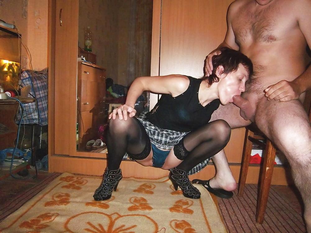 Порно жены шалавы трахают кому лень