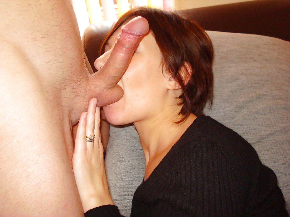 Фото женщина нюхает муж член, доит грудь ногами бдсм