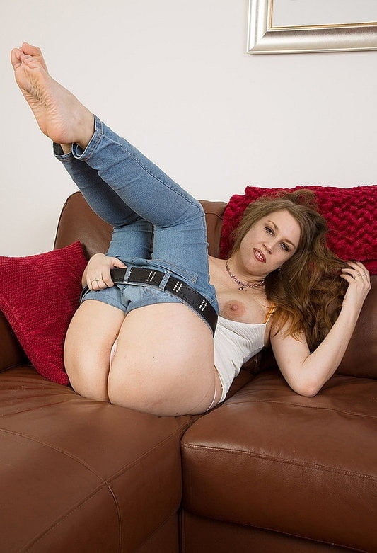 tight-jeans-milfs-tits-nude-alternative-girl-friends