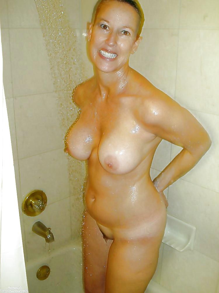 pics-of-black-moms-in-shower-naked