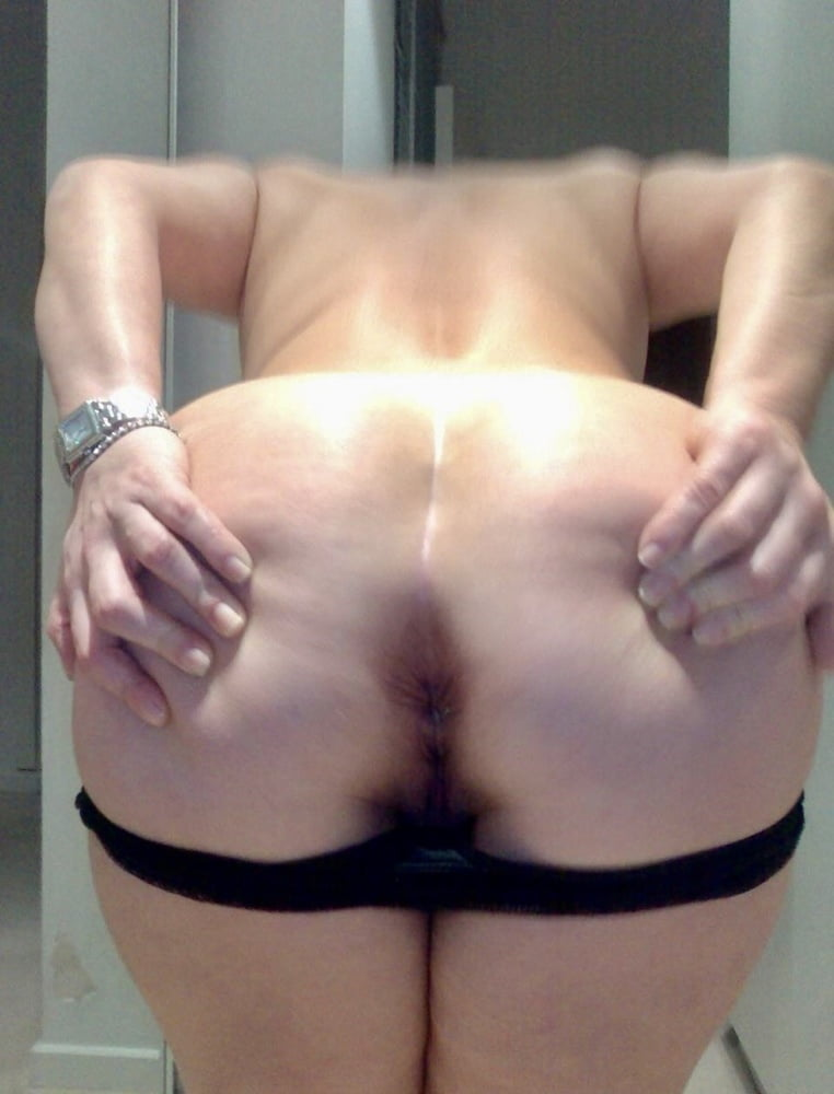 Beautiful curvy chunky milf with a giant ass and huge boobs