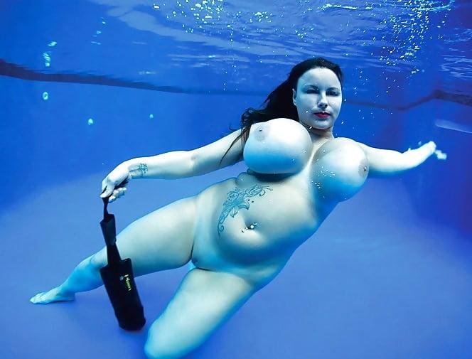 фото голые толстушки в воде сайт