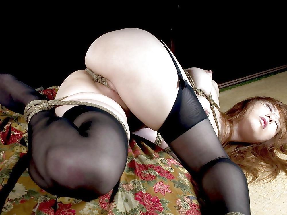 Японки с голой жопой в чулках фото